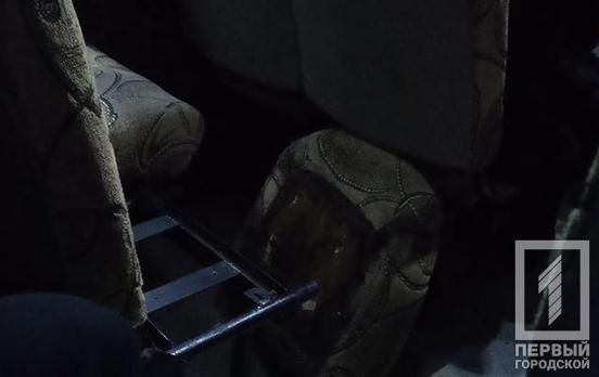 маршрутка перевозит людей с оторванным сиденьем. Новости Днепра