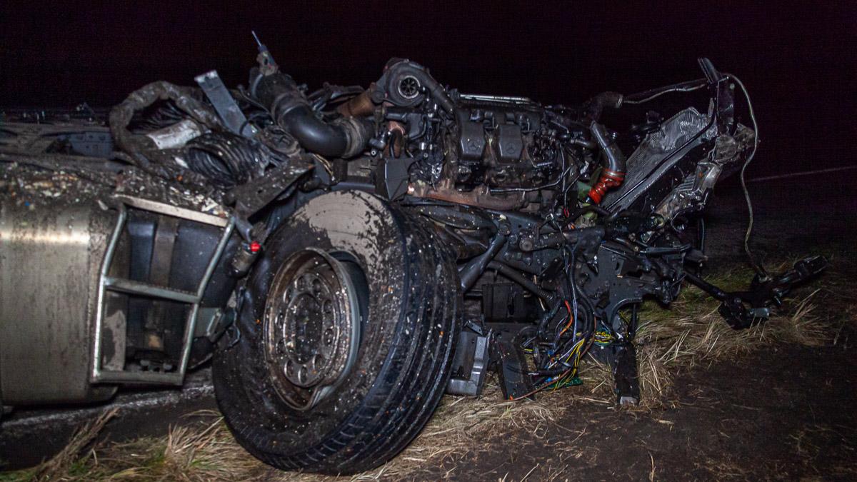 Под Днепром столкнулись 2 грузовые авто. Новости Днепра
