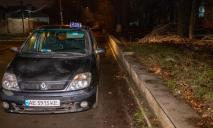 В Днепре в такси нашли мертвого мужчину