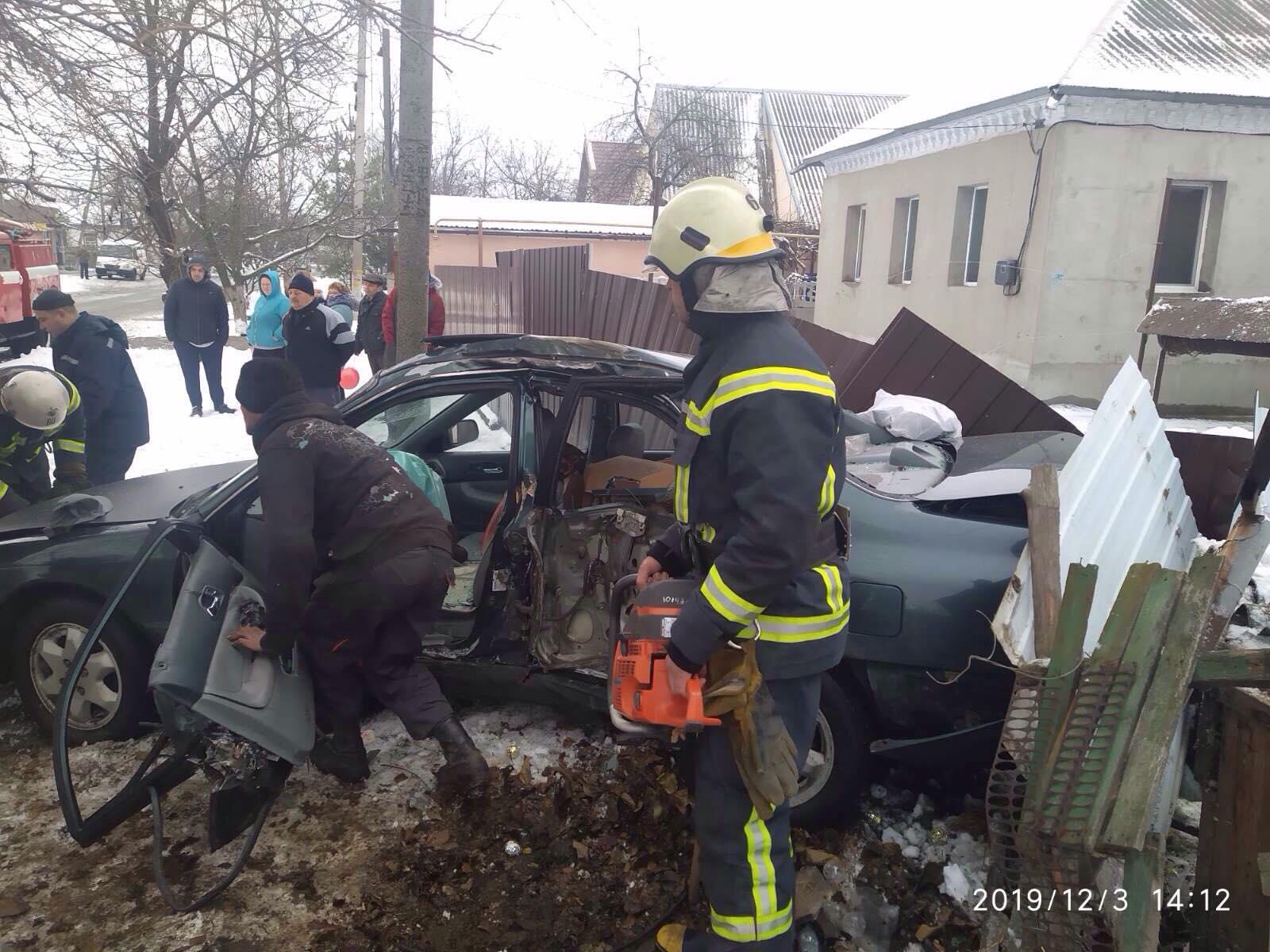 ДТП: спасатели освобождали водителя из искореженного авто. Новости Днепра