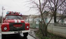 Спасатели тушили пожар в летней кухне
