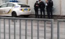 В Днепре мужчина перекрывал проезд машинам и устроил драку в маршрутке
