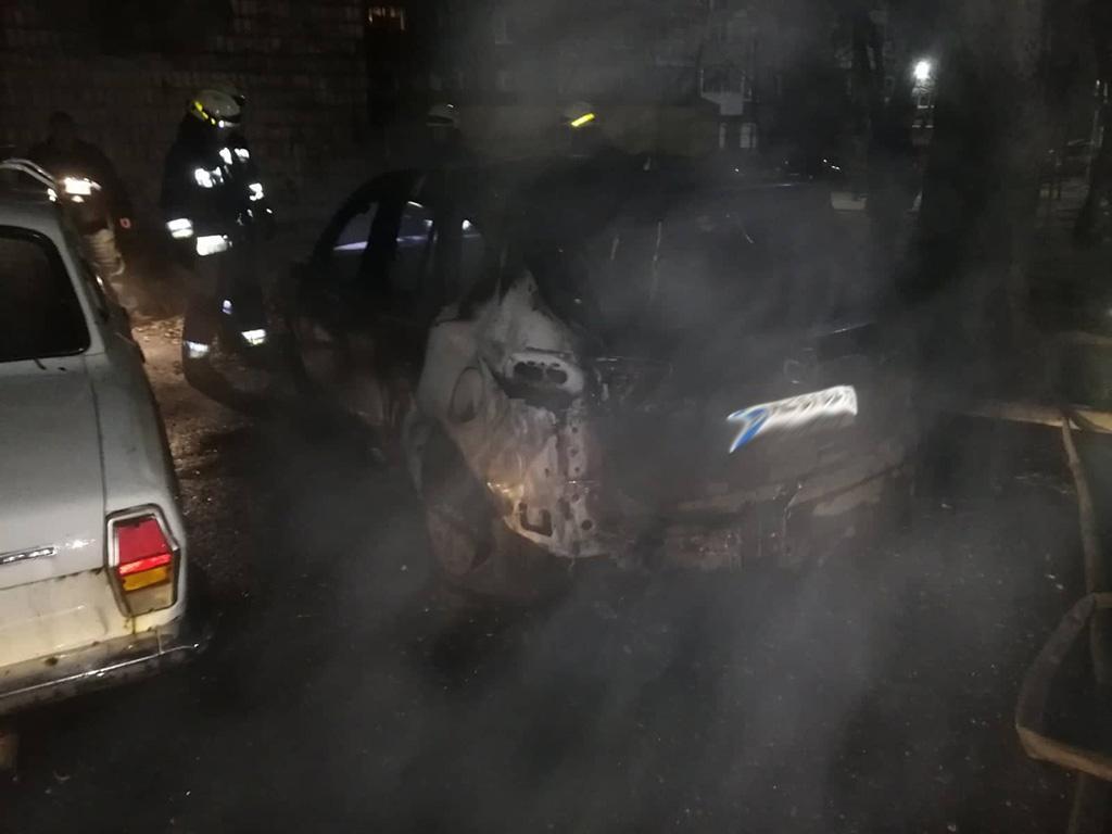 Пожар на Набережной в Днепре: огонь уничтожил автомобиль. Новости Днепра