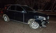 «Дорога усыпана осколками»: пьяный мужчина выбежал прямо под колеса машины