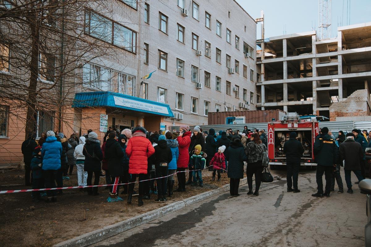 В Днепре эвакуировали больницу, но не из-за минирования: что случилось. Новости Днепра