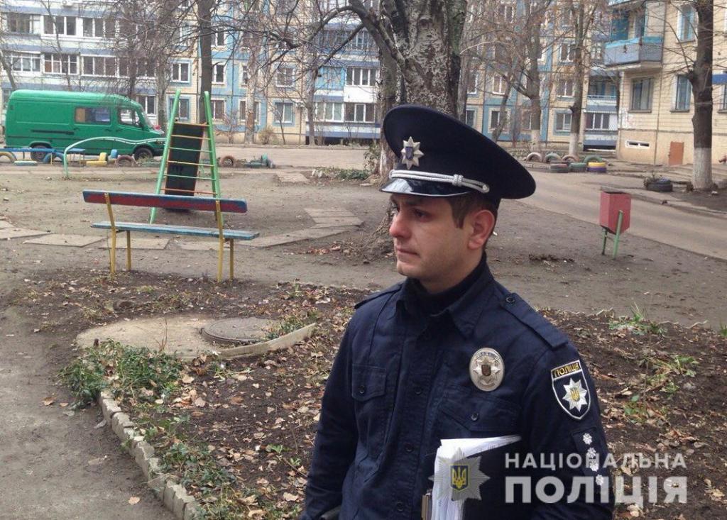 «Не подавала признаков жизни»: полицейский спас пожилую женщину. Новости Днепра
