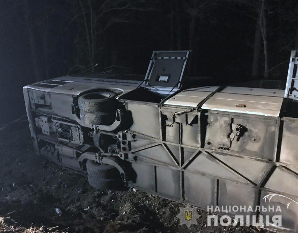 Перевернулся пассажирский автобус Днепр-Польша: есть пострадавшие. Новости Украины