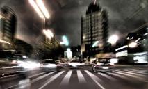 «Шел по трассе и бросался под машины»: пешеход устроил ДТП на дороге