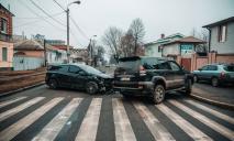 Серьезное столкновение на перекрестке: видео момента ДТП в Днепре
