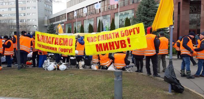 «Гастролируют»: в Днепре проходят митинги под отделениями «ПриватБанка». Новости Днепра
