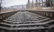 Погиб мгновенно: мужчина бросился под поезд