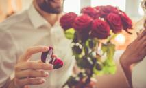 На церемонии присяги парень сделал предложение любимой девушке
