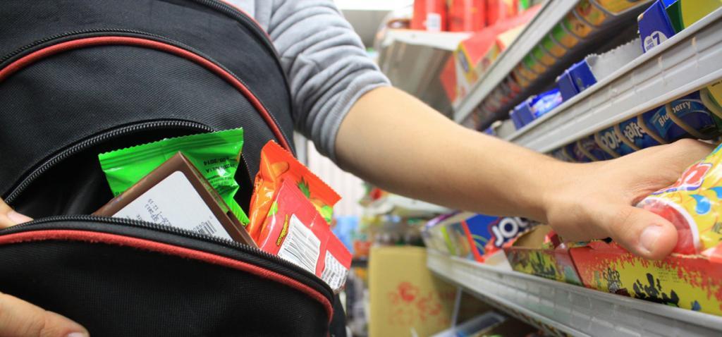 «Им хочется, а не дают»: ребенок обокрал продуктовый магазин. Новости Днепра