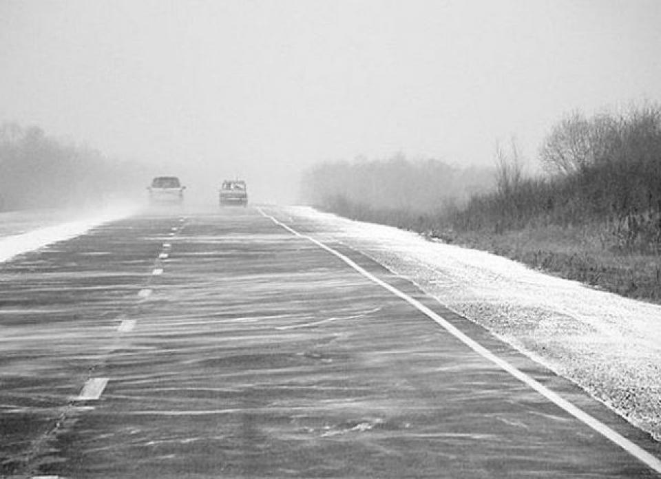 ДТП на трасі: легкове авто злетіло в кювет. Новини Дніпра