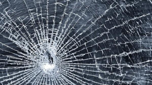 Пробили стекло: в Днепре неизвестные закидали маршрутку чем-то тяжелым. Новости Днепра