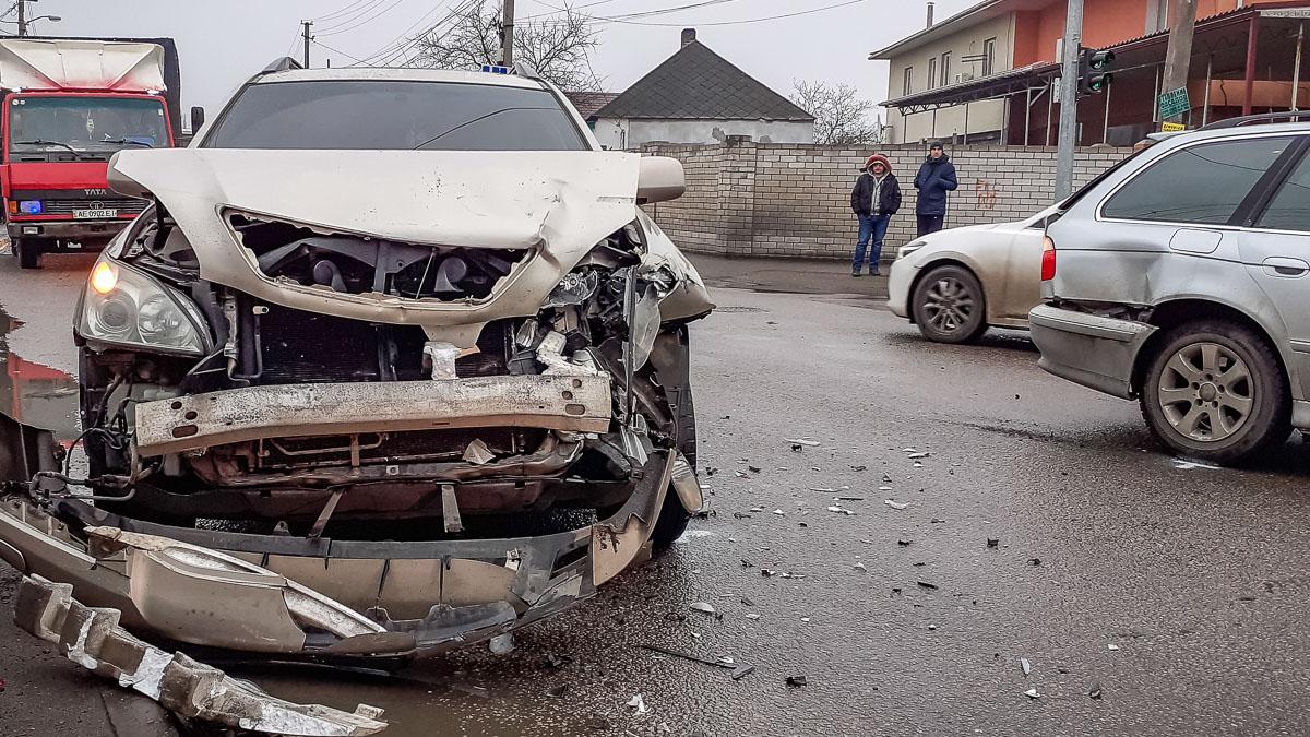 Серьезное ДТП в Днепре: столкнулись 3 авто. Новости Днепра