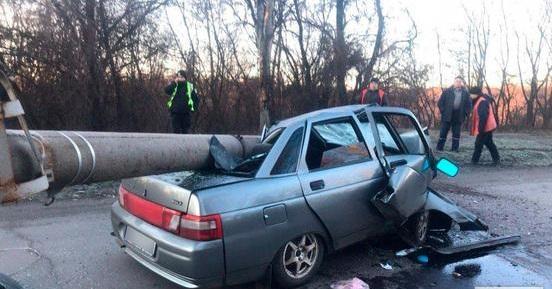 На Днепропетровщине столб после ДТП упал на авто. Новости Днепра