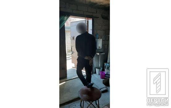 Руки были связаны скотчем: в гараже нашли повешенного мужчину. Новости Днепра
