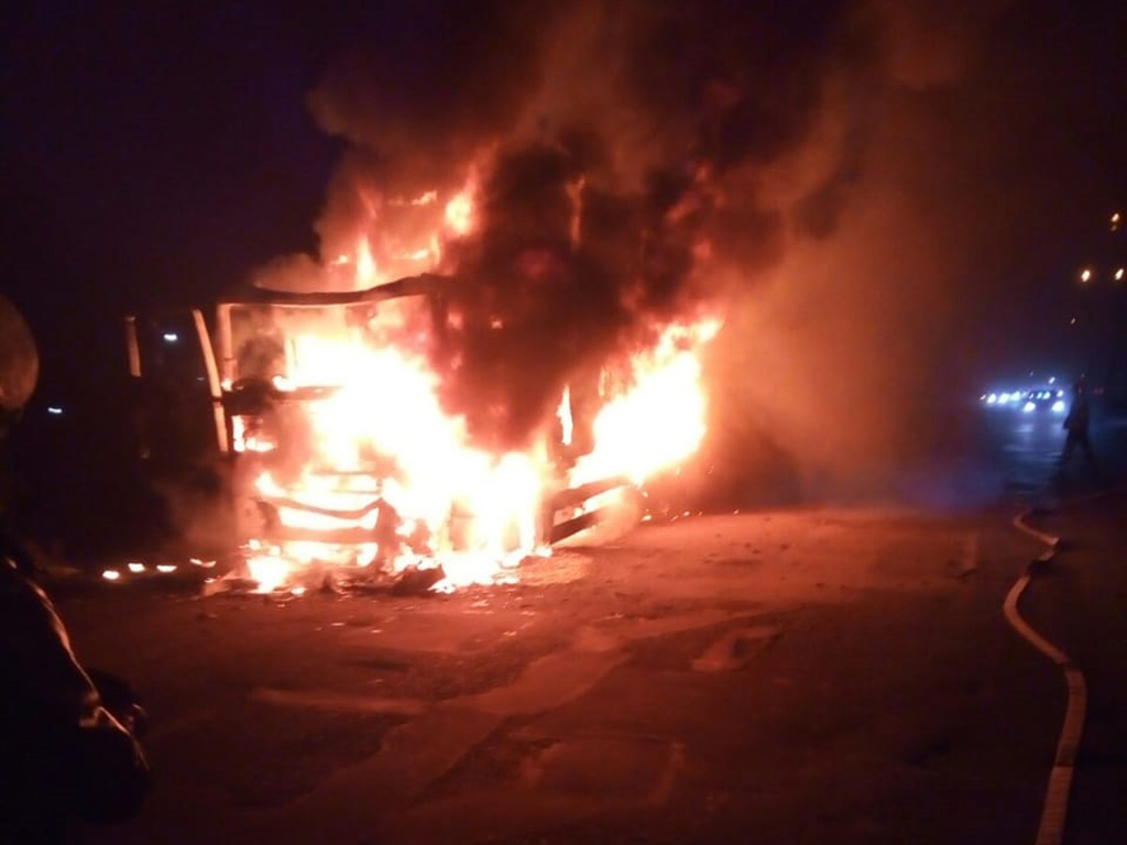 Под Днепром «на ходу» сгорела фура. Новости Днепра