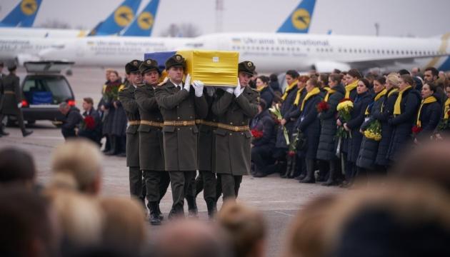 В Киеве прощаются с украинцами, погибшими при крушении «Боинга» МАУ в Иране. Новости Украины