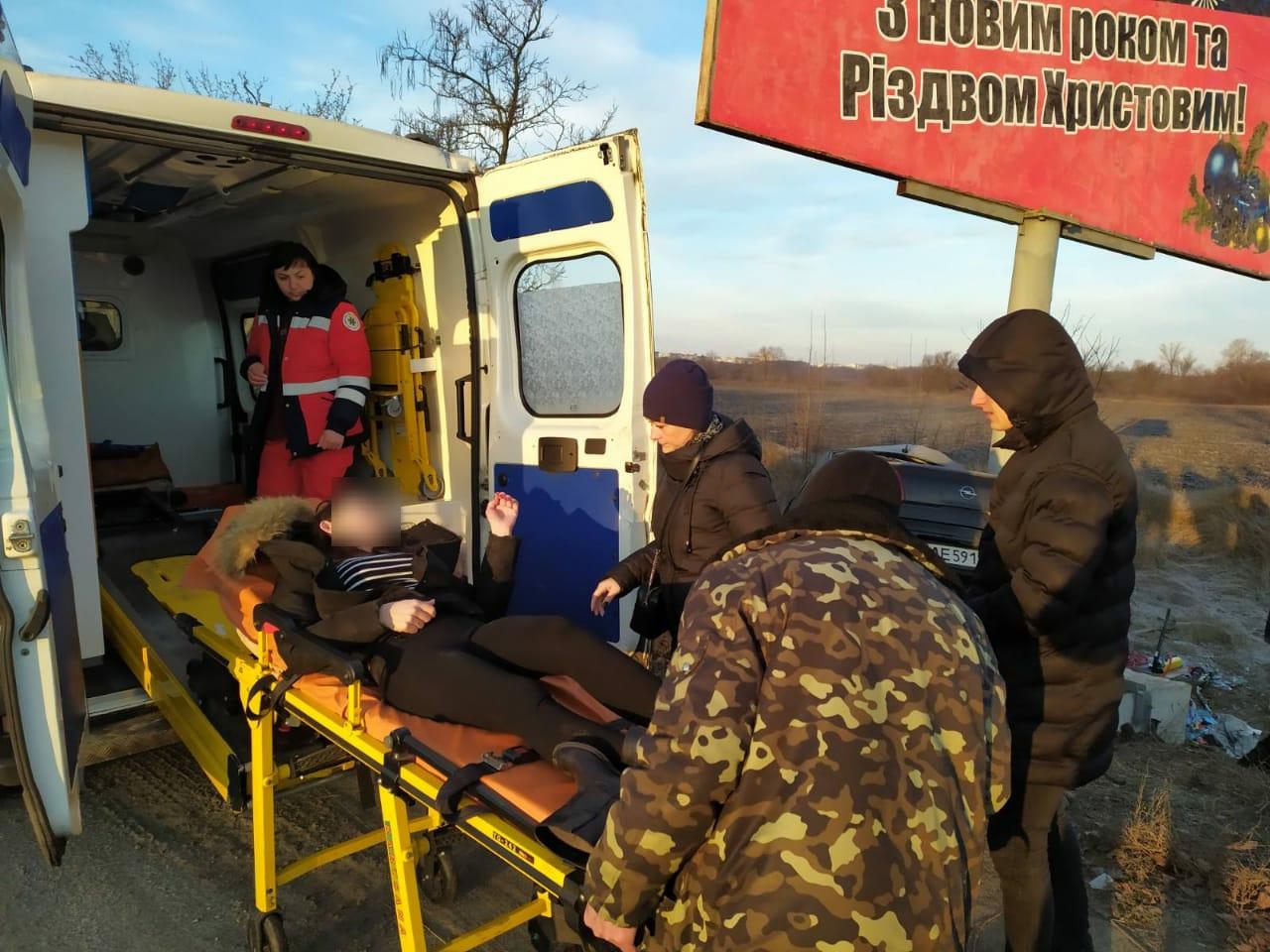 «Влетела» в рекламный щит: спасатели вырезали женщину из авто. Новости Днепра