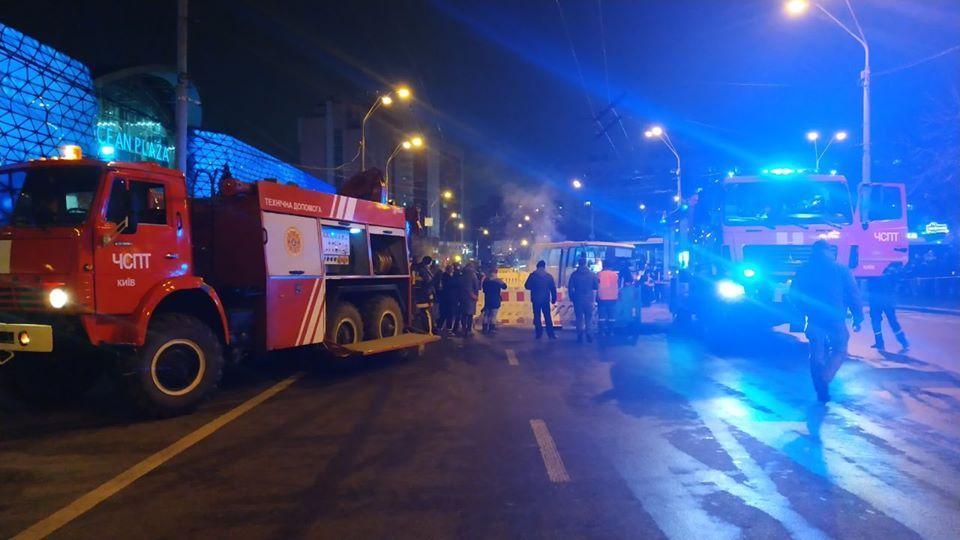 В Киеве торговый центр затопило кипятком: есть пострадавшие. Новости Украины