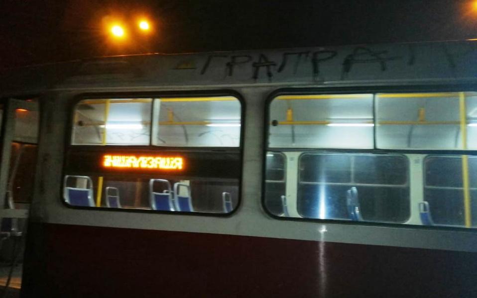 «Только из ремонта»: в Днепре вандалы испортили трамвай. Новости Днепра