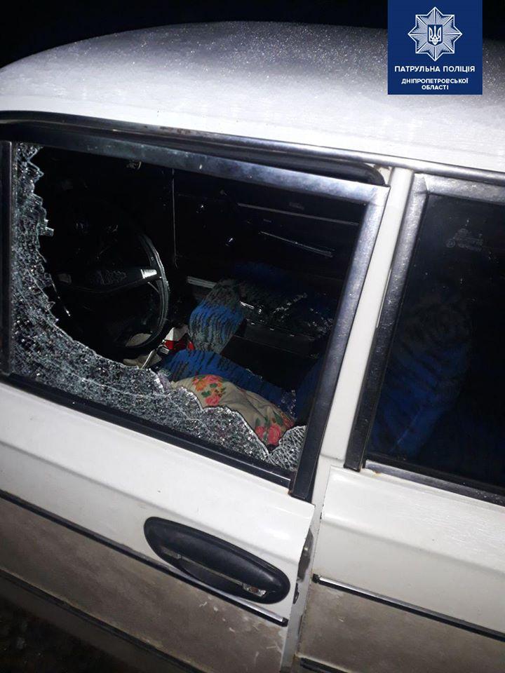В Днепре мужчина нагло обворовывал автомобили прямо во дворе. Новости Днепра