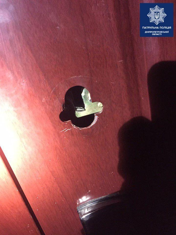 «Побачили, як зламують замок»: в Дніпрі намагалися пограбувати квартиру. Новини Дніпра