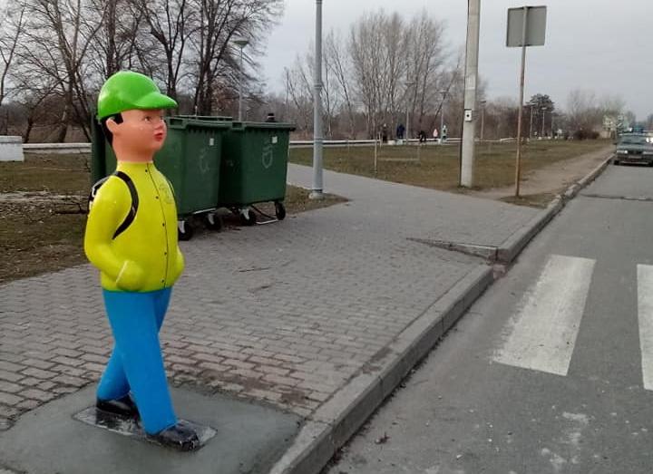 В Днепре возле пешеходного перехода установили фигуры детей. Новости Днепра