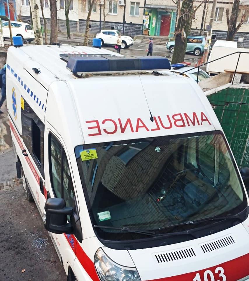Вынесли все: в Днепре ограбили машину скорой помощи. Новости Днепра
