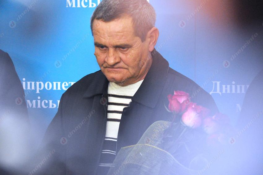 Требуется помощь мужчине, который пытался остановить убийцу патрульных в Днепре. Новости Днепра