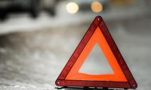 В Днепре авто подрезали и оно протаранило отбойник: момент ДТП попал на видео