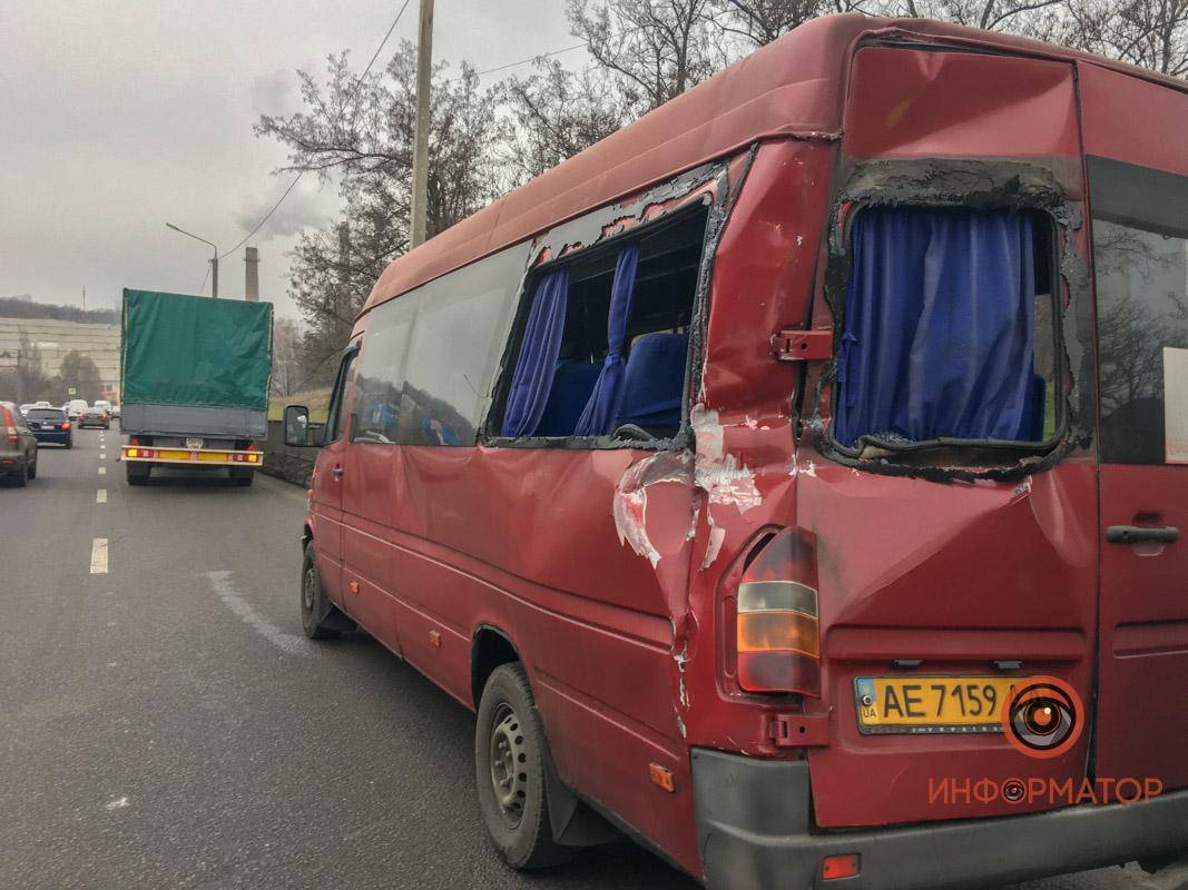 В Днепре грузовик врезался в маршрутку. Новости Днепра