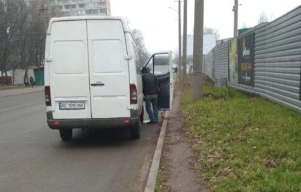 Справляют нужду на свои автобусы: маршрутчикам Днепра «пригрозили» кастрацией. Новости Днепра
