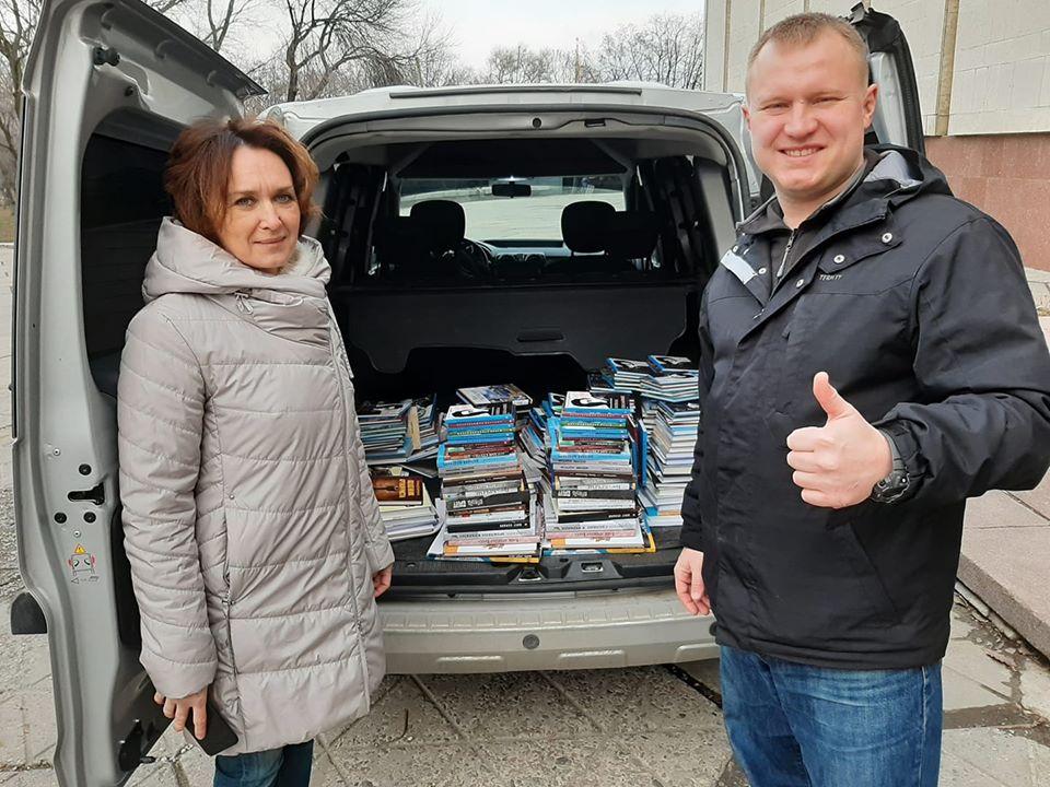 Музей АТО передал книги в библиотеки и учебные заведения Днепропетровщины. Новости Днепра