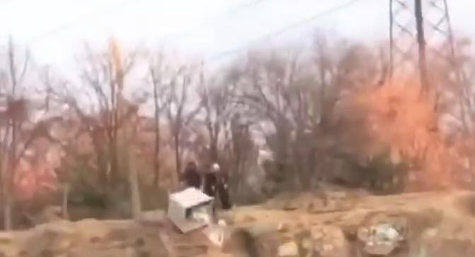 Мусорный бак в Днепре полетел с обрыва в воду. Новости Днепра