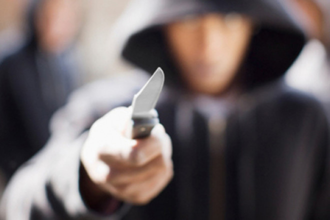 На женщину напал грабитель, пострадавшая в больнице. Новости Днепра