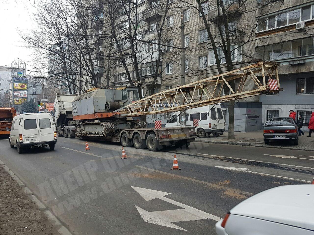 На проспекте Поля в Днепре появилась опасность на дороге. Новости Днепра