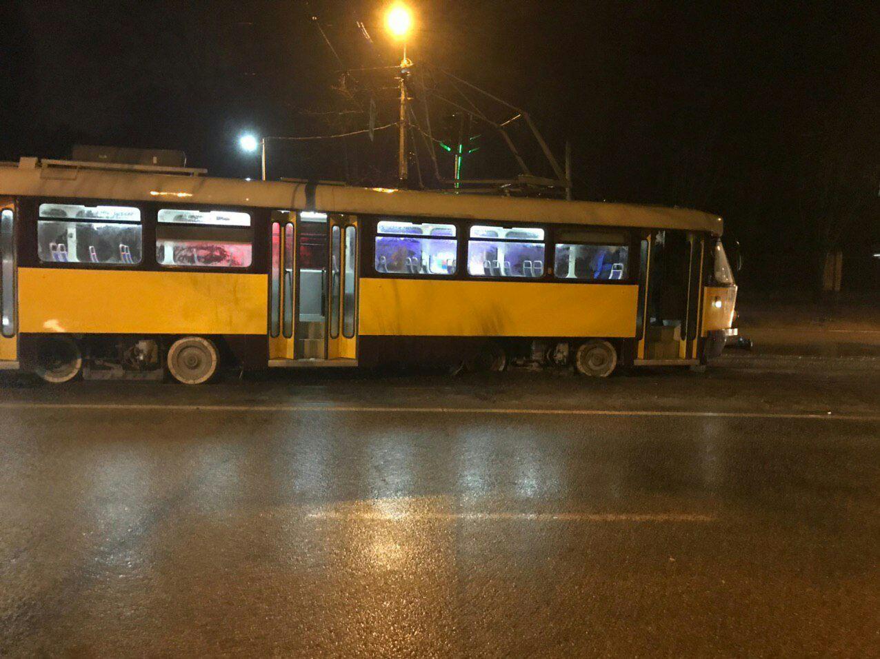 В Днепре трамвай сошел с рельс: движение электротранспорта парализовано. Новости Днепра