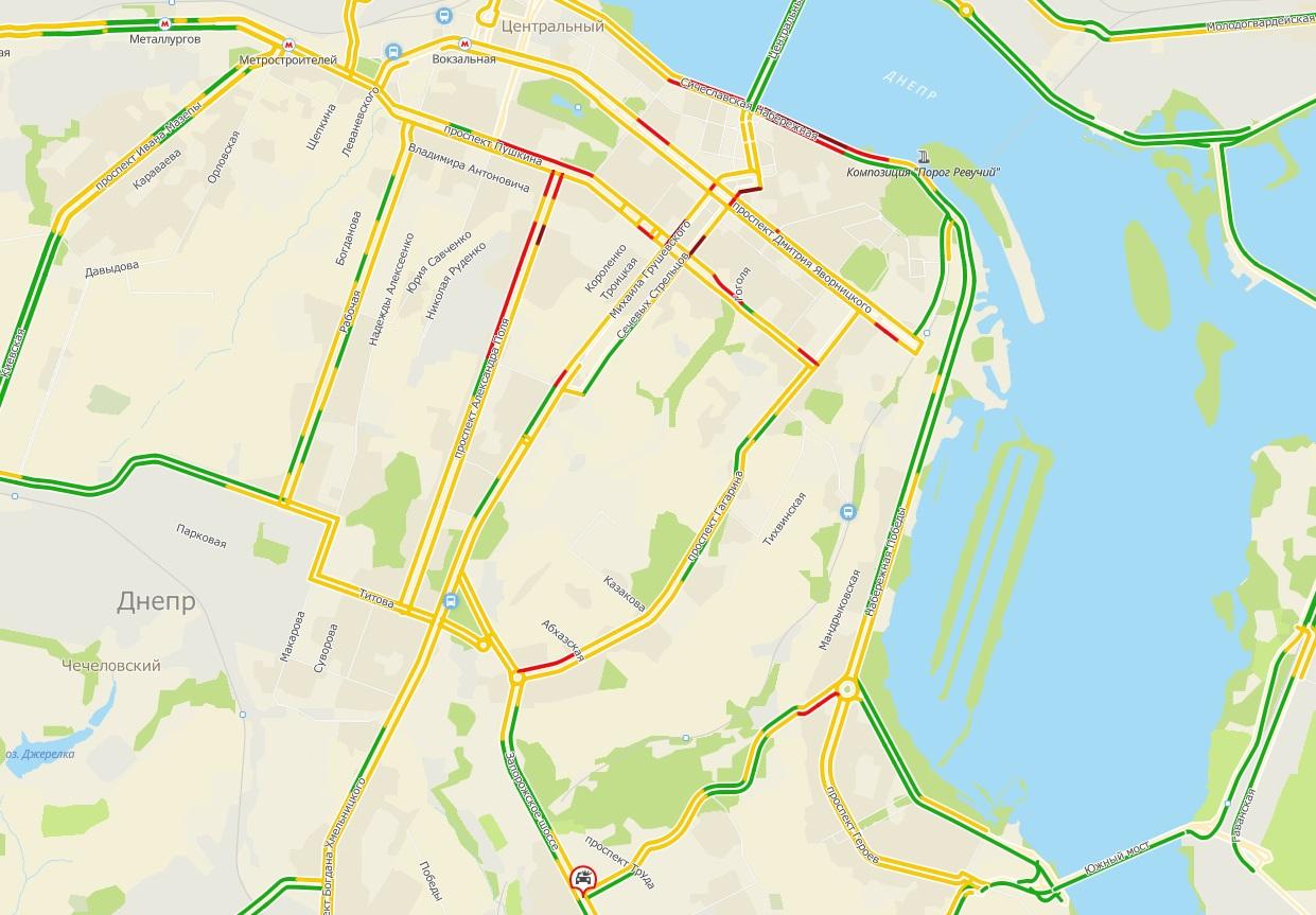 Серьезные пробки на дорогах Днепра: куда не стоит ехать. Новости Днепра
