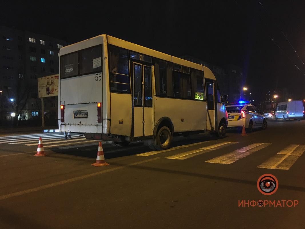 В Днепре маршрутка сбила женщину: появилось видео