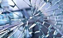 Нетрезвый хулиган устроил погром в одном из зданий города