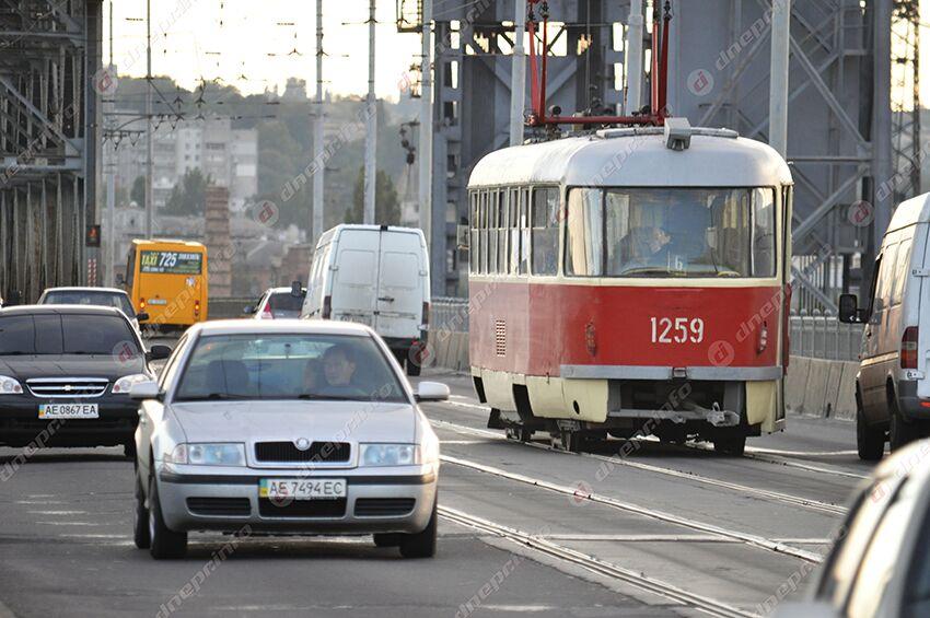 Сегодня трамваи в Днепре не будут ходить через мост: расписание. Новости Днепра