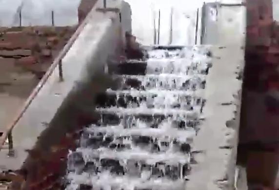 «Водопад» в Днепре: спальный район заливает водой. Новости Днепра