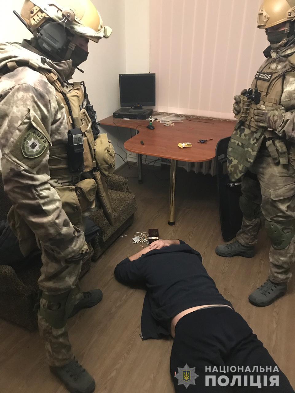 Спецоперация КОРД в Днепре: дверь в квартиру спиливали болгаркой. Новости Днепра