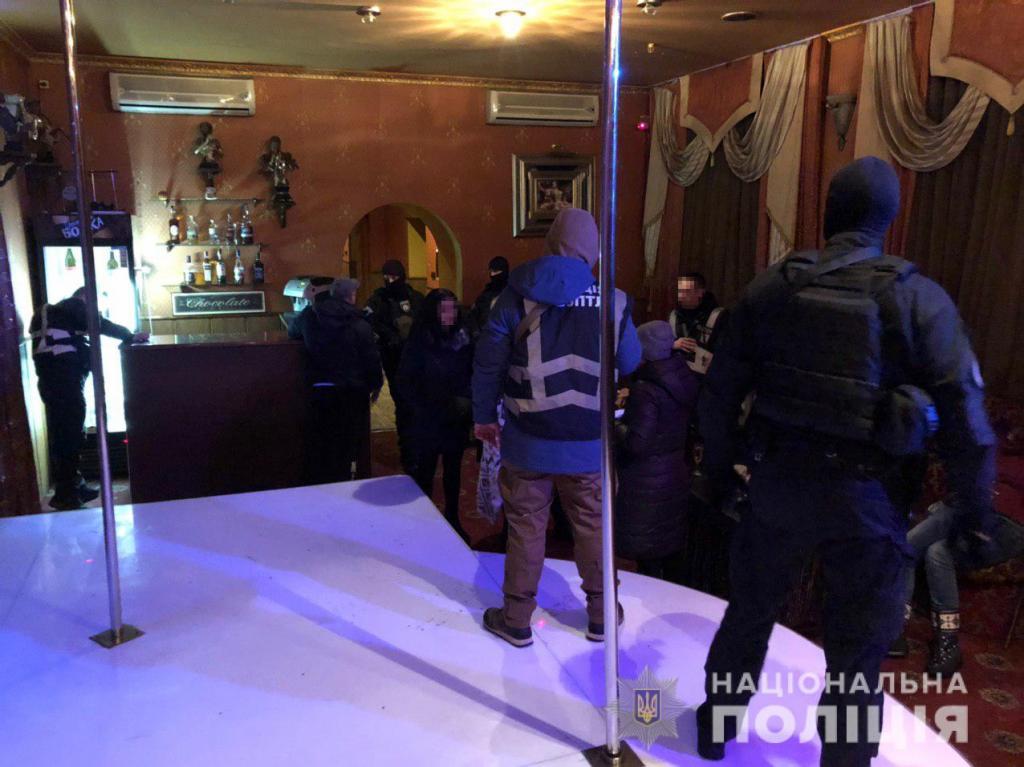 «Интим за 600 гривен в час»: полиция «накрыла» 2 борделя. Новости Днепра