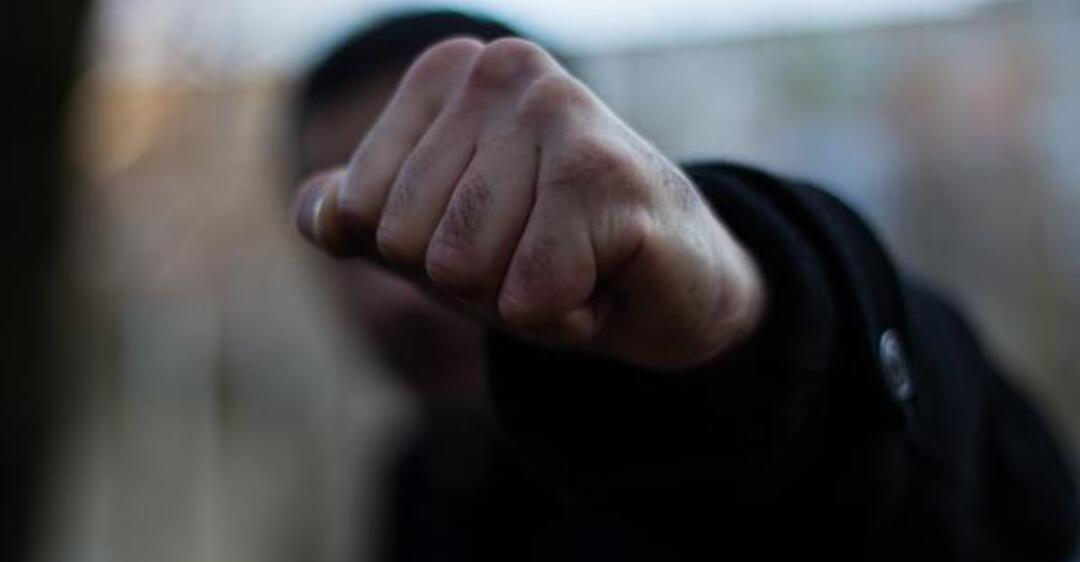 Разбой в Днепре: на мужчину напали возле подъезда. Новости Днепра