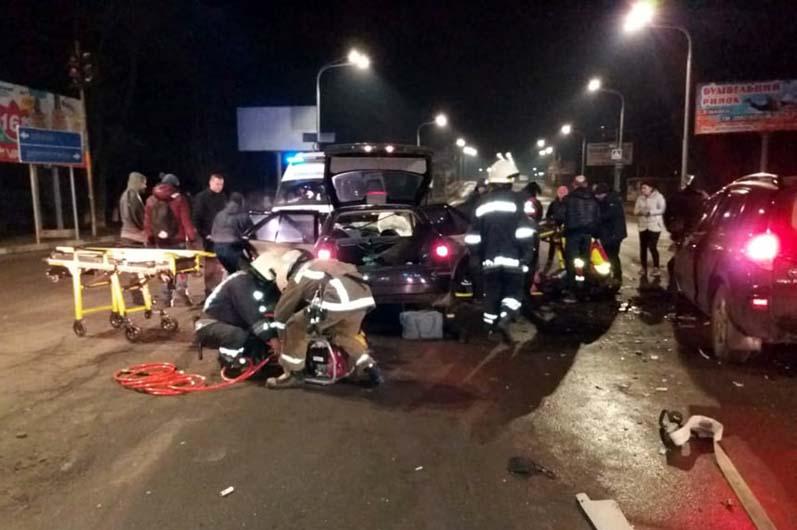 В ДТП погиб мужчина, пострадали 5 человек. Новости Днепра