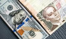 Доллар практически на месте, а евро резко «упал»: курс валют на 19-е февраля